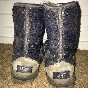 Sparkly UGG boot size 6, blue/silver reversible